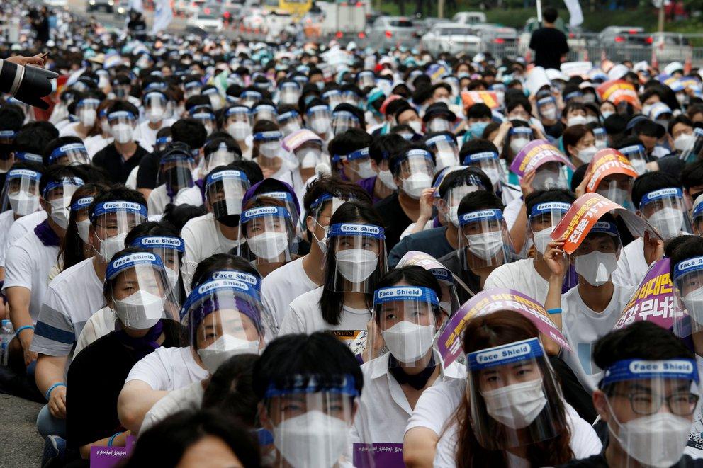 personal medico en protesta