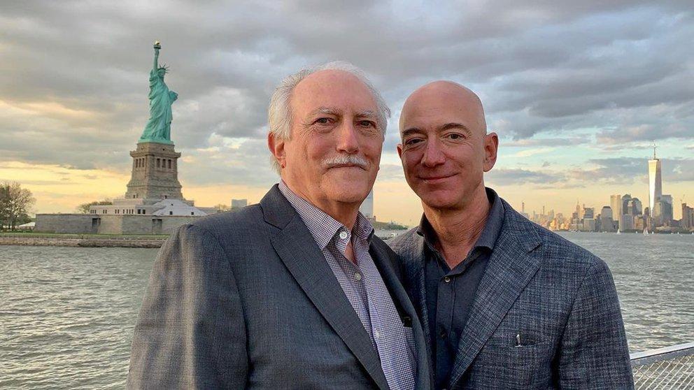 Jeff Bezos y su padre