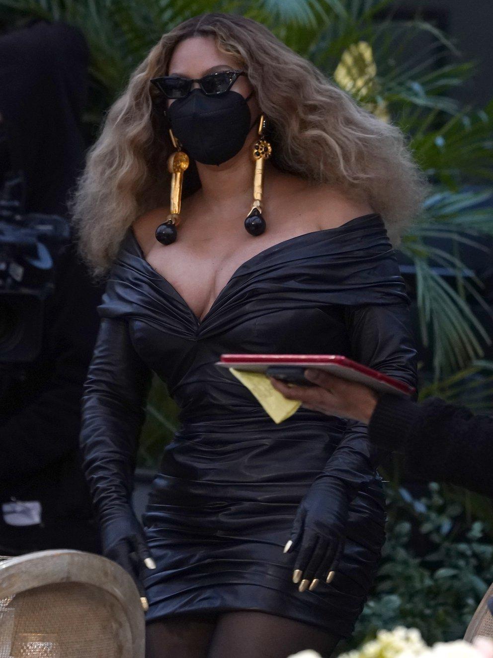 Beyonce tapaboca